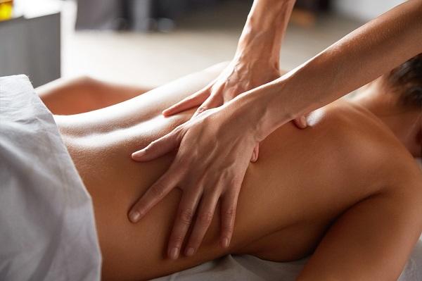 Il massaggio body di Dafne.