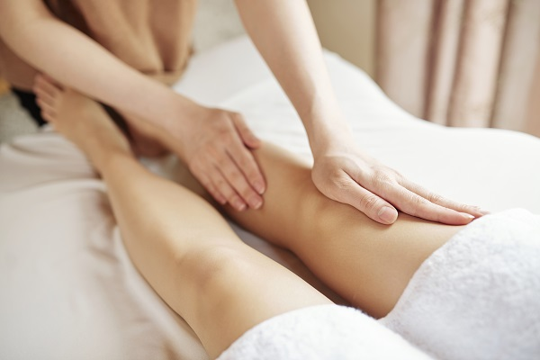 Massaggio snellente contro la cellulite