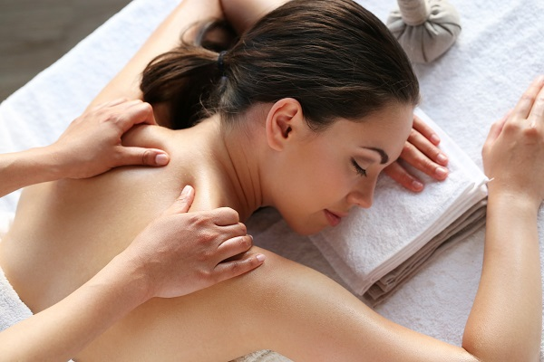 Cliente riceve un massaggio rilassante