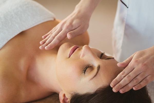 Seduta di massaggi reiki